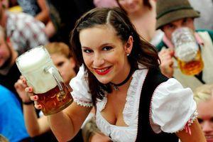 Điều thú vị ở quốc gia người dân uống bia mọi lúc mọi nơi