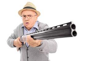 Tài xế 81 tuổi nổ súng vì tranh chấp chỗ đỗ xe