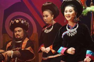 Đông ngôi sao sân khấu đến chiêm ngưỡng 'Chuyện tình Khau Vai'