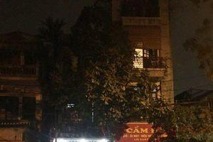 Cảnh sát kể lại giây phút khống chế thanh niên đâm gục chủ tiệm cầm đồ rồi lôi lên tầng 2 làm con tin