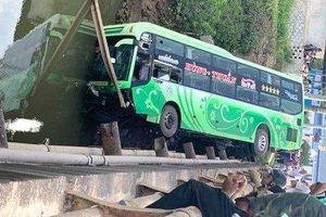 Tin mới nhất vụ xe khách lao xuống sông khiến 2 người tử vong ở Thanh Hóa