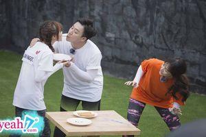 Trấn Thành 'kề môi' Lan Ngọc, Hari Won phản ứng bất ngờ khiến ông xã muốn ghen cũng không được