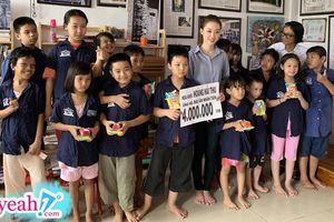 Hoàng Hải Thu trao quà cho trẻ em mồ côi, ghi điểm với công chúng nhờ loạt hình ảnh này!