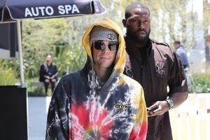 Vắng bóng bà xã, Justin Bieber một mình ra phố sau thông báo kết hôn