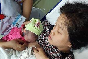 Quảng Nam: Hy hữu mẹ mang thai đôi sinh ở toilet