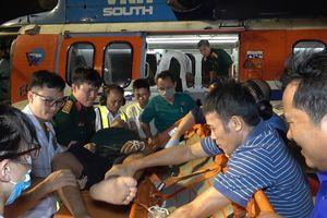 Tổ cấp cứu đường không Bệnh viện 175 cứu 2 ngư dân đảo Trường Sa