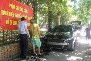 Hà Nội: Điều tra vụ nữ tài xế Mercedes đâm trọng thương người phụ nữ buôn bán phế liệu