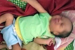 Tìm người thân cho bé trai nặng 2,6 kg bị bỏ rơi tại bệnh viện huyện