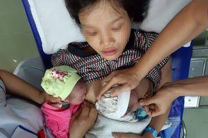 Sản phụ sinh đôi: 1 bé sinh trong toilet ở nhà, 1 bé sinh tại bệnh viện