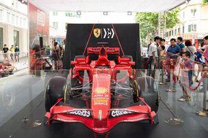Chiêm ngưỡng siêu xe F1 của Ferrari ở phố đi bộ Hồ Gươm