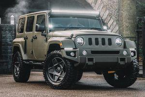 Jeep Wrangler đã hầm hố nay còn sang trọng hơn với bản độ Black Hawk Expedition