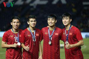 ĐT Việt Nam nhận huy chương bạc King's Cup 2019 ở tư thế ngẩng cao đầu