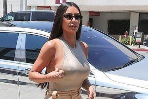 Kim Kardashian, chân dài Victoria's Secret mặc táo bạo xuống phố