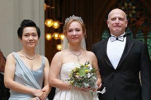 Vợ chồng 'Tiểu Long Nữ' gốc Việt từ thiện toàn bộ tài sản