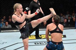 'Đả nữ' UFC tung cú đá đẹp mắt khiến đối thủ bất tỉnh