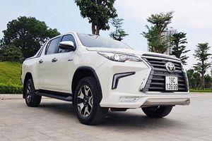 Dân chơi Việt 'hô biến' Toyota Hilux thành bán tải Lexus