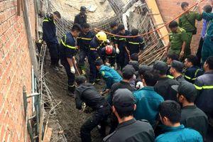 Sập giàn giáo công trình, chủ thầu tử vong tại chỗ, công nhân bị thương nặng