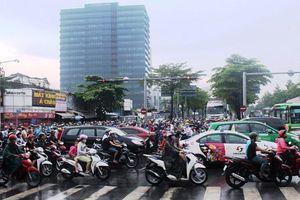 Khẩn trương xử lý hư hỏng đường Nguyễn Văn Linh
