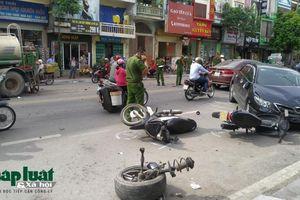 Tai nạn liên hoàn giữa ô tô và xe máy khiến ô tô gãy trục bánh trước