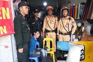 Hà Nội: Thanh niên mang ma túy bỏ chạy khi thấy cảnh sát