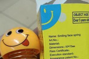 Trào lưu lò xo nhún mặt cười, dân mạng lo nguy cơ gây tai nạn giao thông?