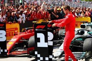 Sebastian Vettel nổi điên sau khi bị 'đánh cắp' mất chiến thắng