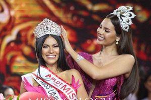 Tân Hoa hậu Hoàn vũ Philippines đẹp rụng rời, thêm một đá tảng chắn đường Hoàng Thùy khiến fan lo sốt vó