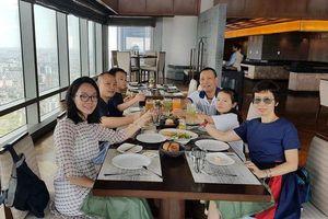MC, nhà báo Lại Văn Sâm bất ngờ đăng ảnh đại gia đình trong ngày sinh nhật lần thứ 62