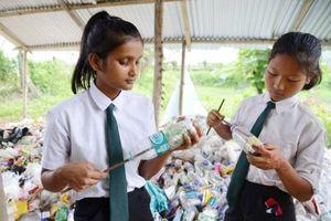 Ngôi trường ở Ấn Độ nhận rác thải nhựa thay học phí