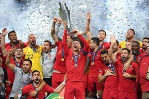 Ronaldo cùng ĐT Bồ Đào Nha vô địch UEFA Nations League