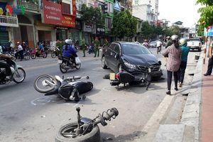 Tai nạn liên hoàn ở Quảng Ninh làm 2 người bị thương, nhiều xe hư hỏng