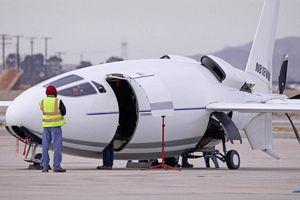 Tiết lộ hình ảnh chiếc máy bay 'hình viên đạn' tối mật của Mỹ