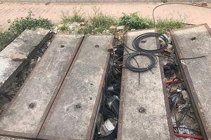 Hố ga không nắp nguy hiểm trên đường Dương Đình Nghệ