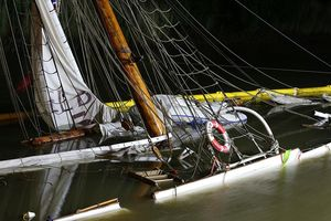 Thuyền buồm cổ bị đâm chìm ở Đức