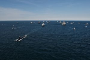 Tàu chiến Nga tập trận, theo dõi NATO