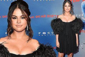 Selena Gomez diện đầm trễ vai o ép vòng một quá đà