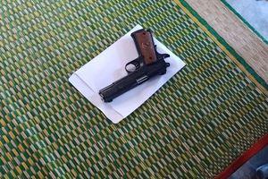 Tên cướp nổ nhiều phát súng uy hiếp nạn nhân, bỏ chạy vì đạn kẹt