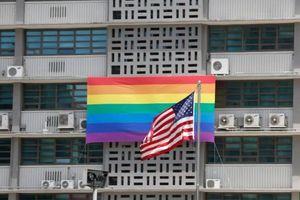 Ngoại trưởng Mỹ xác nhận cấm các đại sứ quán treo cờ cầu vồng