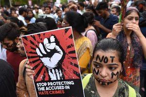 Ấn Độ xử chung thân 3 người đàn ông hãm hiếp và sát hại bé gái 8 tuổi