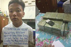 Nghệ An: Bắt đối tượng người Lào vận chuyển 30 bánh heroin
