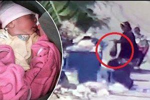 Mẹ nhẫn tâm tự tay vứt con mới sinh vào bãi rác dưới trời nắng nóng