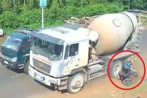 Clip: Người phụ nữ suýt chết dưới bánh xe bồn phóng nhanh vượt ẩu