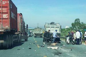 Hà Nam: Hai thanh niên đi xe máy tử vong sau cú va chạm với xe tải
