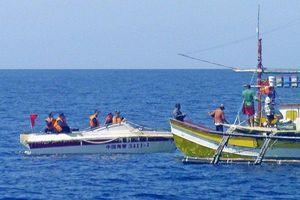 Tàu Việt Nam cứu 22 ngư dân Philippines bị tàu Trung Quốc đâm