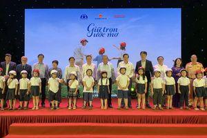 Trao tặng gần 2 triệu mũ bảo hiểm cho học sinh lớp một toàn quốc