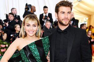 Miley Cyrus gay gắt đáp trả tin đồn chia tay Liam Hemsworth