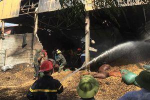 Hỏa hoạn thiêu rụi xưởng chế biến nông sản chứa hơn 400 tấn lạc ở Hà Tĩnh
