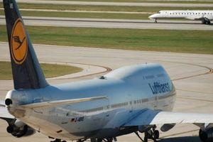 Tiếp viên hàng không 'ghi điểm' khi giúp đỡ hành khách khiếm thính bằng tranh vẽ trên giấy ăn