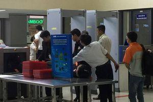 Camera an ninh Nội Bài 'bắt tận tay' nhân viên trộm đồ