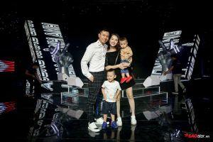Khoảnh khắc siêu đáng yêu của gia đình Dương Cầm trong hậu trường The Voice Kids 2019